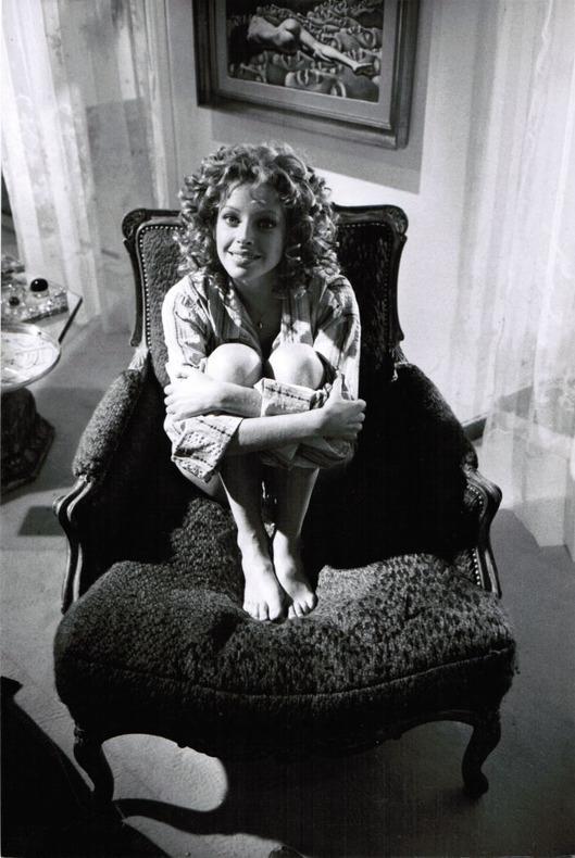 """[Photographie originale] Deux portraits de Sydne Rome pendant le tournage de """"Che ?"""" (""""Quoi ?""""), 1972, photographiée par Jean-Michel Folon. [Rome - ..."""
