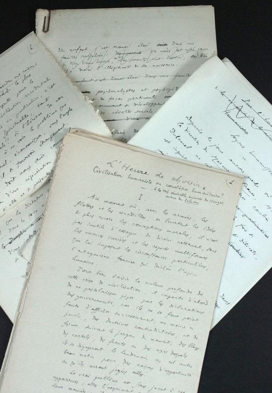 """[Manuscrits autographes inédits] """"L'heure de choisir : civilisation humaniste ou coenolâtrie humanitaire ?"""" (1940) et trois textes sur """"humanisme et ..."""