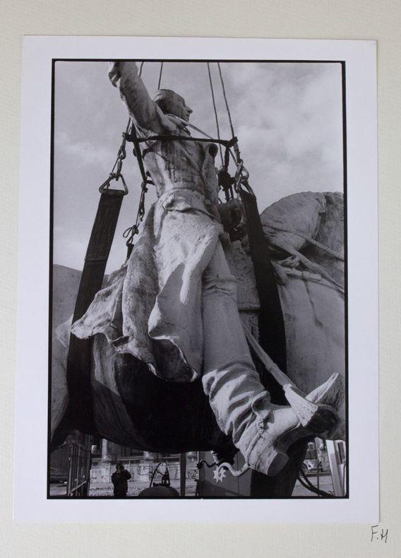 [Maquette pour un livre de photographies encore inédit à propos des travaux du Grand Louvre :] Photos [prises] de janvier à août 1985.. Huguier, ...