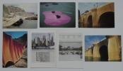 Réunion de 7 cartes cartes postales sur les réalisations et projets de Christo : La Côte Empaquetée. Le Rideau dans la Vallée. Le Pont-Neuf Empaqueté ...