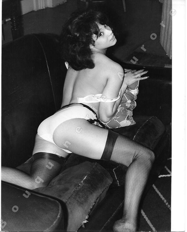 """Carmen DENE nue.Photographie originale en tirage argentique.. Fonds de la célèbre revue de Charme """"Paris-Hollywood"""" - Eric WILKINS."""