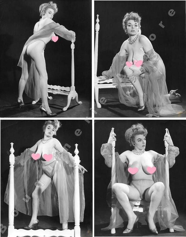 """Brune aux généreux seins nus, style vamp.8 Photographies originales en tirage argentique.. Fonds de la célèbre revue de Charme """"Paris-Hollywood"""" - ..."""