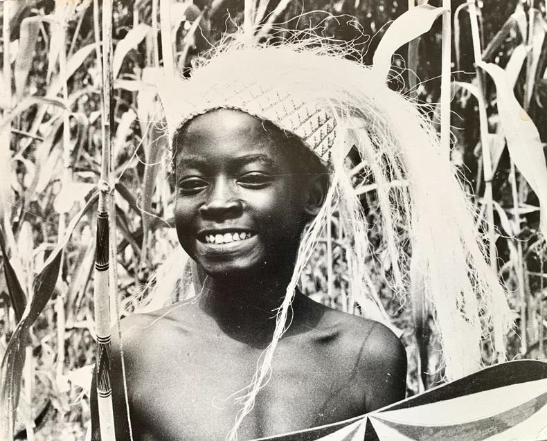 Visages et scènes de danse dans un village.. (AFRIQUE) ANONYME.