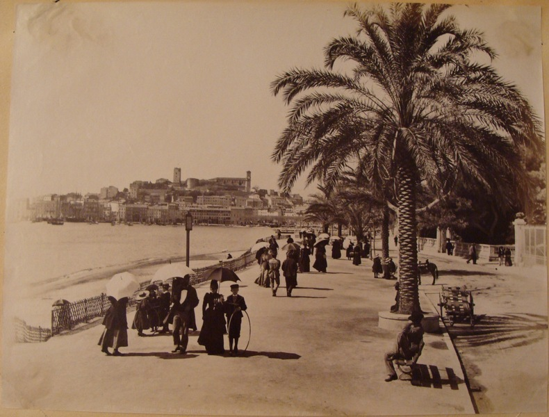 (PHOTOGRAPHIES. CANNES. NICE)..