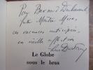 Le globe sous le bras. Luc Dugrain