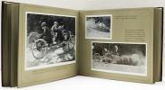Les Photographies de Jacques Henri Lartigue, un album de famille de la Belle Époque. Textes et légendes de Jean Fondin..  LARTIGUE J. H.