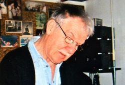 Photo dédicacée du dessinateur Hermann Huppen.. Hermann Huppen (1938-0) Dessinateur et scénariste belge de bande dessinée. Il a reçu en 2016 le Grand ...