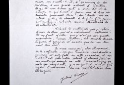 Julien Gracq donne son avis sur une pièce de théâtre.. Julien Gracq (1910-2007) Ecrivain, proche des Surréaliste, il obtint le prix Goncourt pour le ...