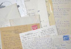 Pierre Descaves prend des nouvelles d'Hélène Midoux.. Pierre Descaves (1896-1966) Écrivain, fils de Lucien Descaves, co-fondateur de l'Académie ...