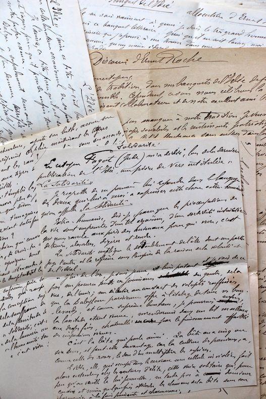 Ensemble de manuscrits du socialiste fondateur des soupes populaires, Ernest Roche.. Ernest Roche (1850-1917) Ouvrier graveur et homme politique ...