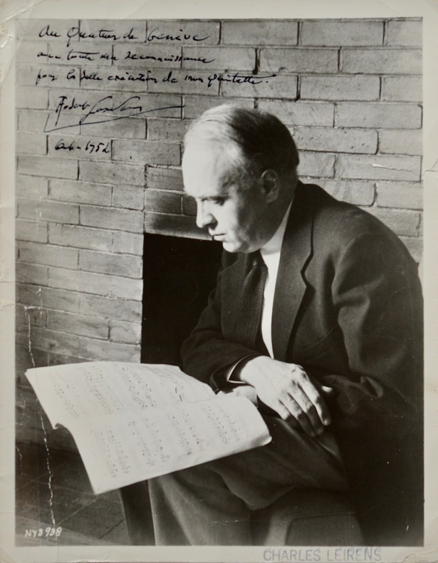 Photo dédicacée de Robert Casadesus pour l'exécution de son quintette.. Robert Casadesus (1899-1972) Pianiste et compositeur, ami de Ravel, il joue ...