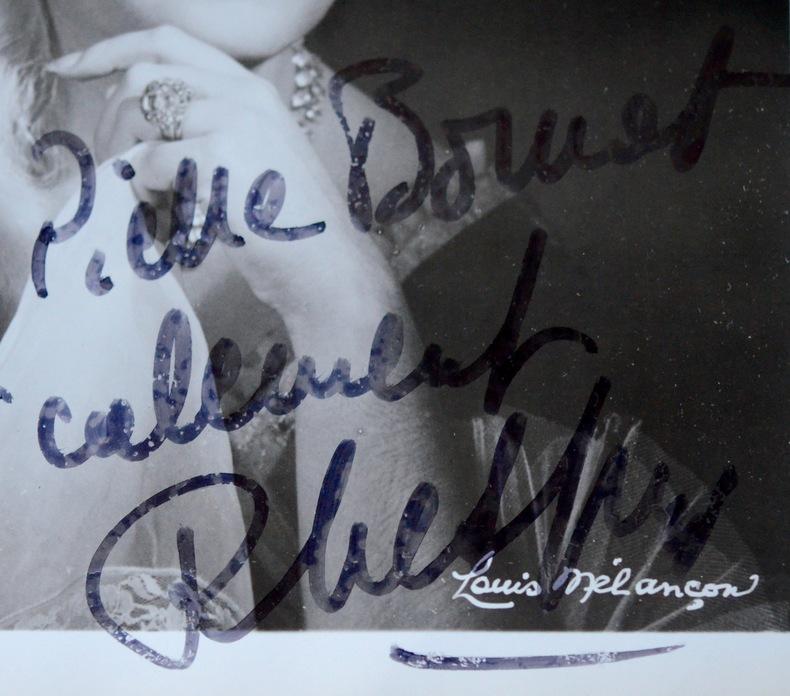 Beau portrait de Régine Crespin, au Met. Régine Crespin (1927-2007) Sopranofrançaise.Elle fitune carrière internationale.
