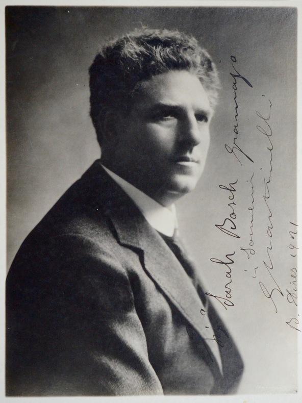 Portrait de Giovanni Martinelli. Giovanni Martinelli (1885-1969) Ténor d'origine italienne. Il fit l'essentielde sa longue carrière au Metropolitan ...