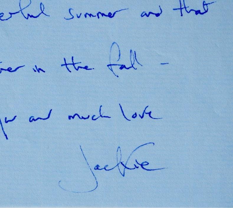 Jolie lettre de Jackie Kennedy. Jackie Kennedy (1929-1994) Epouse de JFK, puis d'Aristote Onassis, elle fut la première dame des Etats-Unis de 1961 à ...