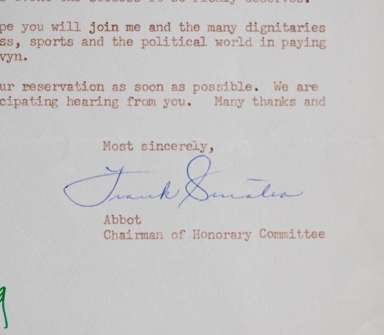 Frank Sinatra invite Billy Wilder. Frank Sinatra (1915-1998) Chanteur, acteur et producteur de musique américain. Il interpréta notammentStrangers in ...