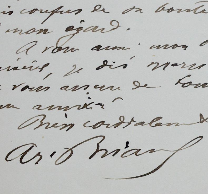 Aristide Briand reçoit un portrait de Gambetta. Aristide Briand (1862-1932) Socialiste, président du Conseil à de multiples reprises, il fait aboutir ...