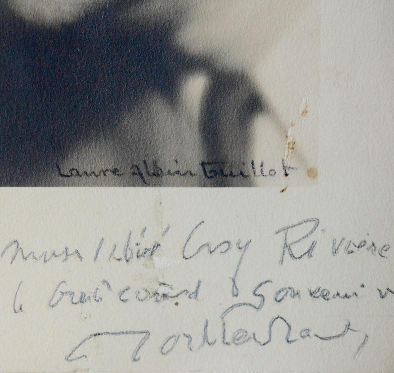 Beau portrait dédicacé de Montherlant par Laure Albin-Guillot. Laure Albin Guillot (1879-1962) Photographe française.Henry Montherlant (de) ...