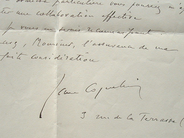 Jean Coquelin étudie une collaboration cinématographique.. Jean Coquelin (1865-1944) Acteur.