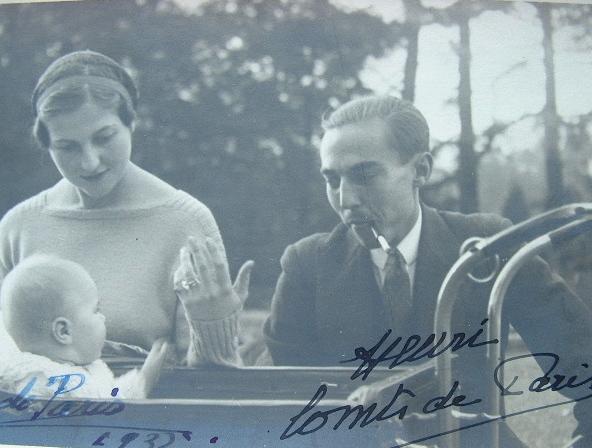 Photo signée du comte et de la comtesse de Paris, en 1932.. Henri Orléans (d'), comte de Paris (1908-1999) Comte de Paris, prétendant au trône de ...