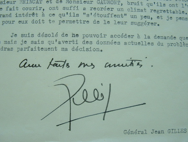 Le général Gilles redoute l'embrasement de Sétif.. Jean Gilles (1904-1961) Général de corps d'armée, l'une des figures des paras d'Indochine ; ...