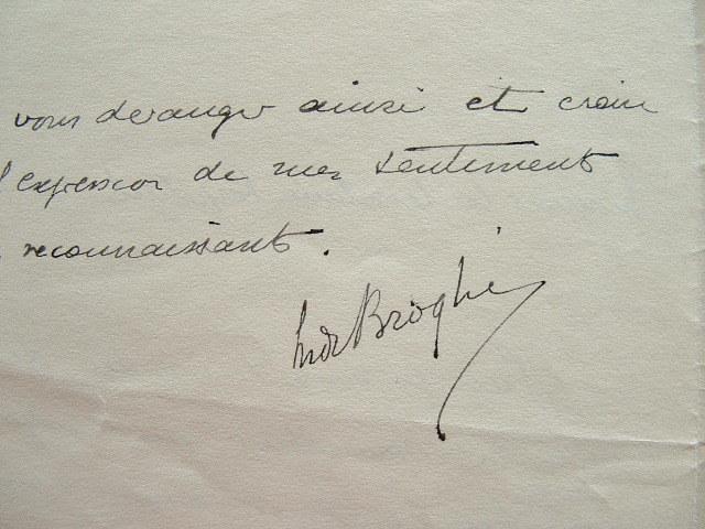 Maurice de Broglie à la recherche de particules inconnues.. Maurice Broglie (de) (1875-1960) Physicien, auteur d'importants travaux sur les rayons X. ...