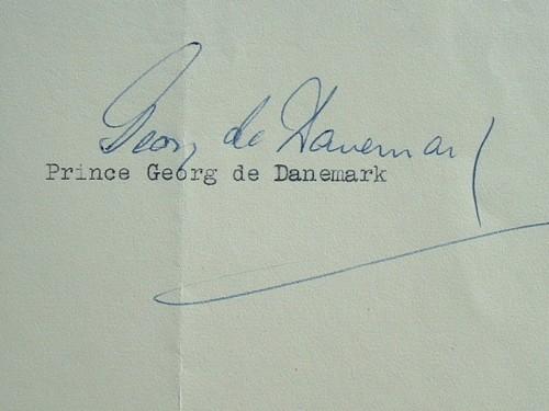 Le prince Georg de Danemark reçoit un livre sur Désirée Clary.. Georg Valdemar Danemark (prince de) (1920-1986) Prince de Danemark et d'Islande, fils ...