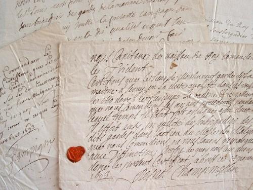 Quatre capitaines de vaisseaux de Louis XIV satisfaits d'un garde de la marine..