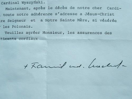 Le cardinal Macharski réconforté après l'attentat contre Jean-Paul II.. Franciszek Macharski (1927-0) Cardinal polonais, il succède à Jean-Paul II à ...