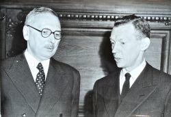 René Pleven transmet ses pouvoirs à Maurice Couve de Murville.. Maurice Couve de Murville (1907-0) Ministre des Affaires étrangères et Premier ...