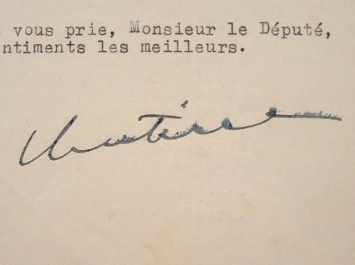 Cornut-Gentille, haut commissaire en A.E.F., prend acte d'un refus.. Bernard Cornut-Gentille (1909-1992) Haut-commissaire de la République en Afrique ...