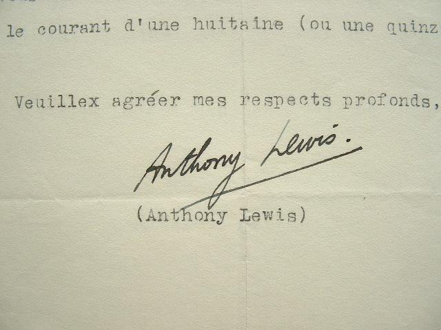 Anthony Lewis veut applaudir Toscanini.. Anthony Lewis (Sir) (1915-1983) Musicologue, chef d'orchestre et compositeur anglais, directeur de la Royal ...