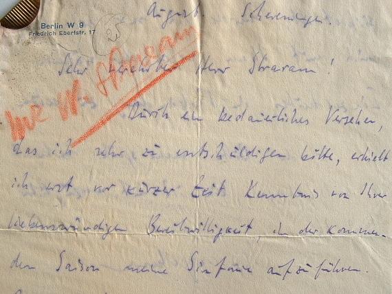 Wolfgang Stresemann ravi de voir jouer sa symphonie.. Wolfgang Stresemann (1904-1998) Chef d'orchestre et compositeur allemand, collaborateur de ...