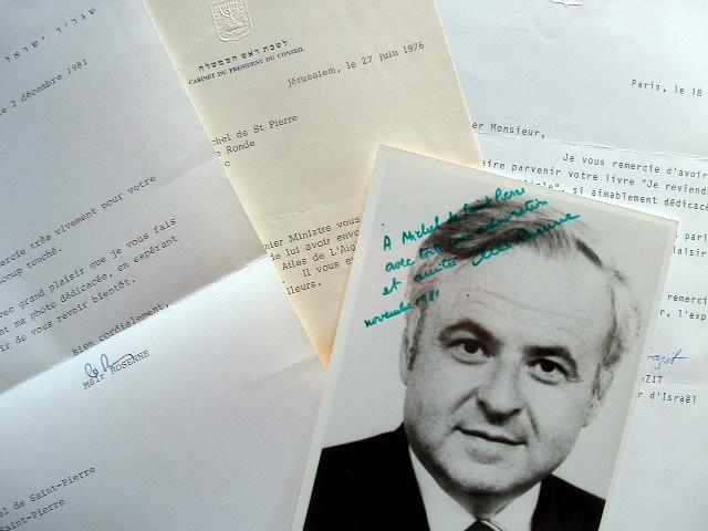 Trois lettres et une photo dédicacée de personnalités israéliennes..