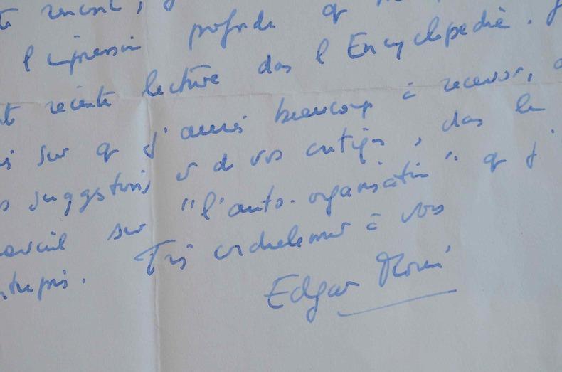 Edgar Morin entreprend une réflexion sur l'auto-organisation.. Edgar Morin (1921-0) Philosophe et sociologue, l'un des grands penseurs de notre temps.