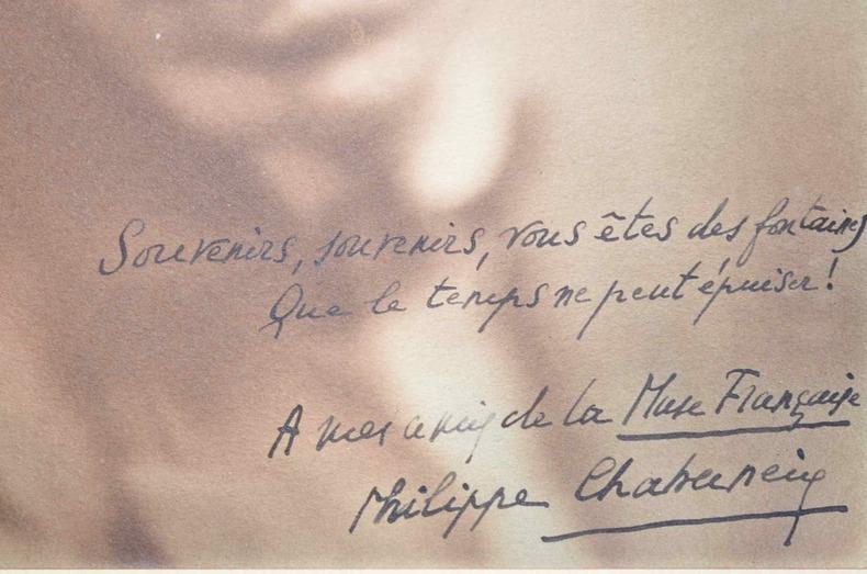 Portrait photographique dédicacé de Philippe Chabaneix.. Philippe Chabaneix (1898-1982) Poète de l'Ecole fantaisiste, ami de Carco, Toulet et Derème, ...