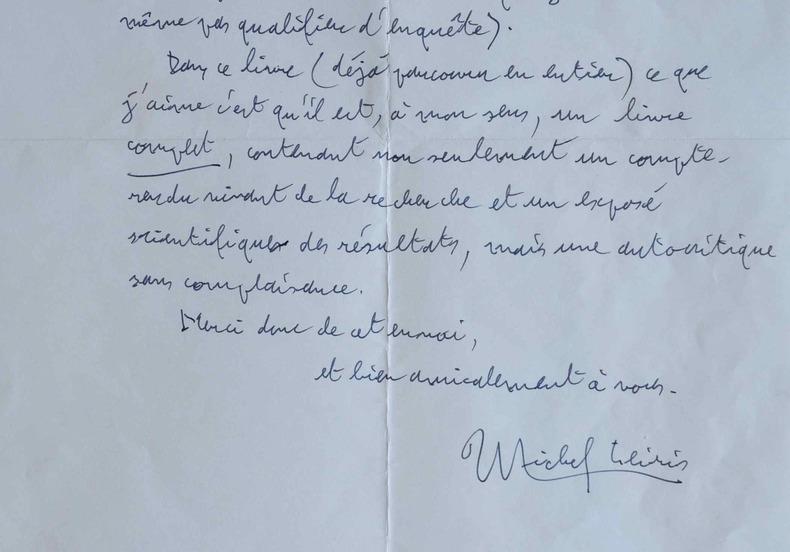 Michel Leiris assiste à une danse sacrée au Mali.. Michel Leiris (1901-1990) Ecrivain proche des Surréalistes, ethnologue et critique d'art, satrape ...
