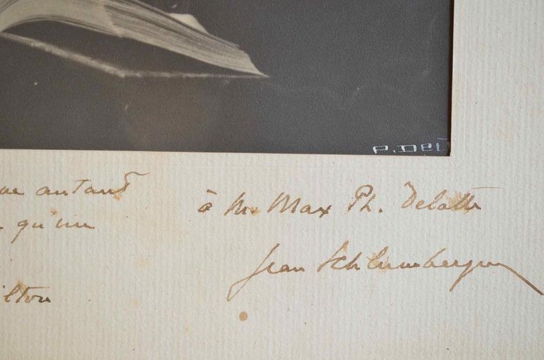 Très joli portrait dédicacé de Jean Schlumberger, citant Milton.. Jean Schlumberger (1877-1968) Ecrivain et éditeur, co-fondateur de la N.R.F, il ...
