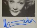 Photo signée de Marlène Dietrich.. Marlène Dietrich (1901-1992) Actrice et chanteuse.