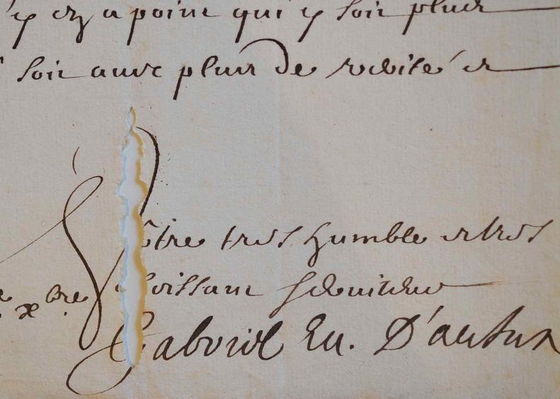 L'évêque d'Autun, Gabriel de Roquette, témoigne sa désapprobation.. Gabriel Roquette (de) (1624-1707) Evêque d'Autun, il fit édifier avec magnificence ...