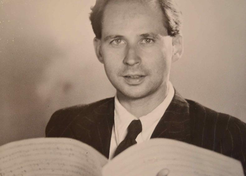 Beau portrait photographique signé du compositeur Marcel Landowski.. Marcel Landowski (1915-1999) Compositeur, influencé par Honegger, secrétaire ...