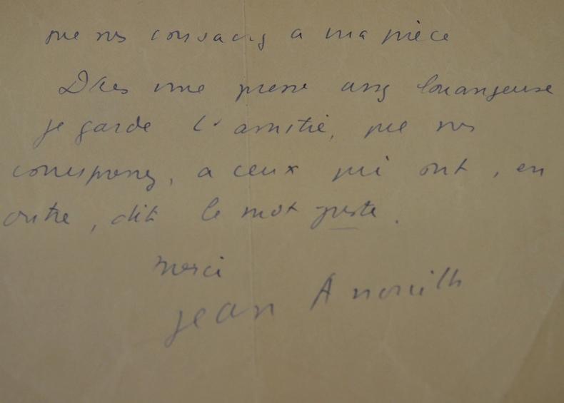 Anouilh reconnaissant après une critique élogieuse..
