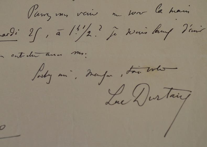 Luc Durtain demande un entretien à un journaliste.. Luc Durtain (1881-1959) poète, romancier, auteur dramatique et essayiste.