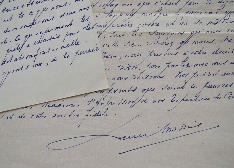 Henri Massis rend hommage à l'amiral Fernet.. Henri Massis (1886-1970) Critique littéraire. Académicien (1960).