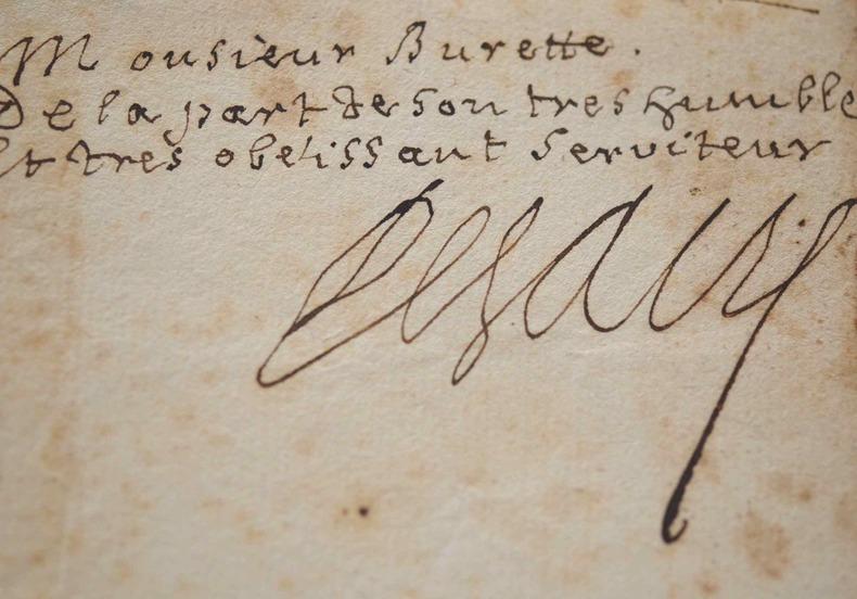 Très rare autographe de l'académicien Louis de Sacy.. Louis Sacy (de) (1654-1727) Homme de lettres, traducteur de Pline, élu à l'Académie française ...