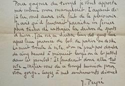 Le prix Goncourt Joseph Peyré apporte son nouveau manuscrit.. Joseph Peyr? (1892-1968) Romancier, prix Goncourt (1935).