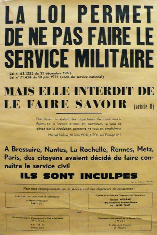 La loi permet de ne pas faire le service militaire, mais elle interdit de le faire savoir.. [Affiche/Antimilitarisme]