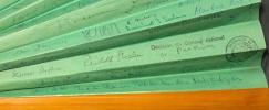[Eventails signés par l'ensemble du Conseil Fédéral Suisse (1999) et du Conseil National Suisse (1996-1997)].. COTTI Flavio; KOLLER Arnold; LEUNBERGER ...