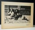 LES FEMMES, LES SOEURS. Postface de Marguerite Duras.. [PHOTOGRAPHIE]  LENNARD (Erica)