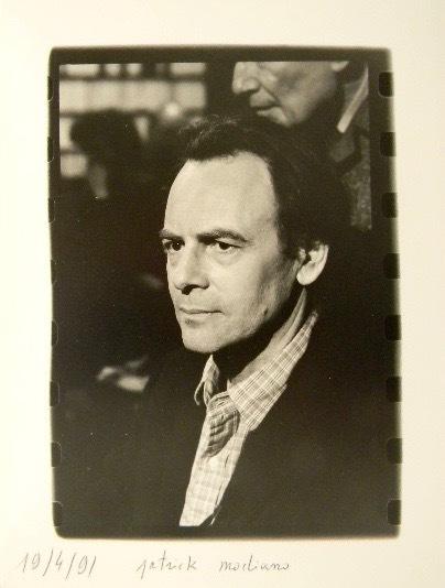 PHOTOGRAPHIE ORIGINALE. Portrait de Patrick Modiano.. MODIANO (Patrick)