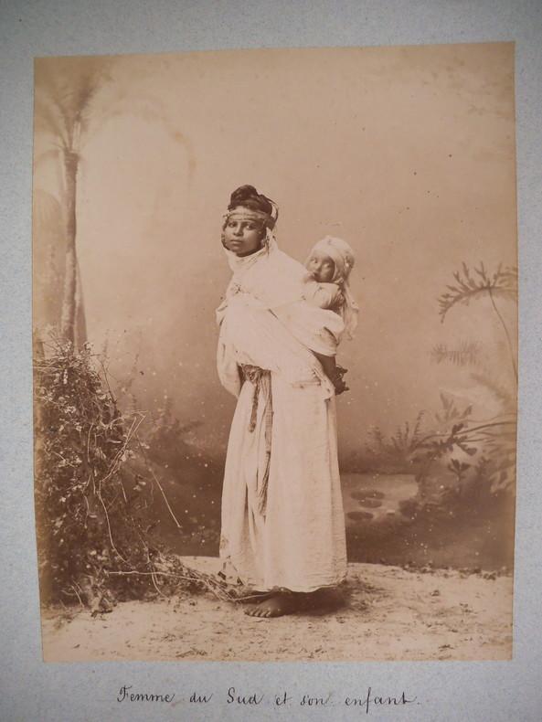 Femme du sud et son enfant . Anonyme
